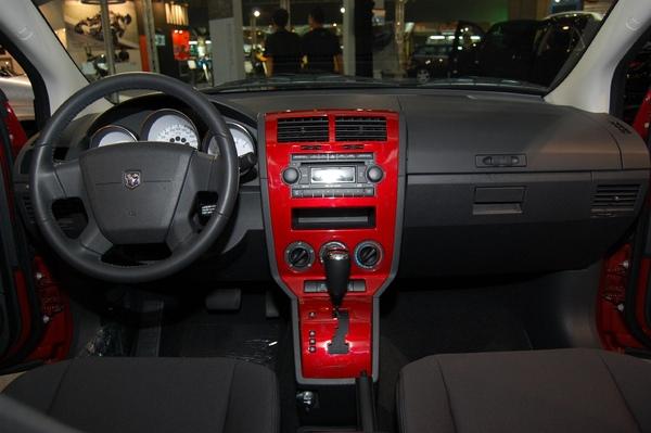 售價109.9萬的CALIBER融合轎跑車輪廓及SUV力道,完整呈現新世代美國風-1.jpg