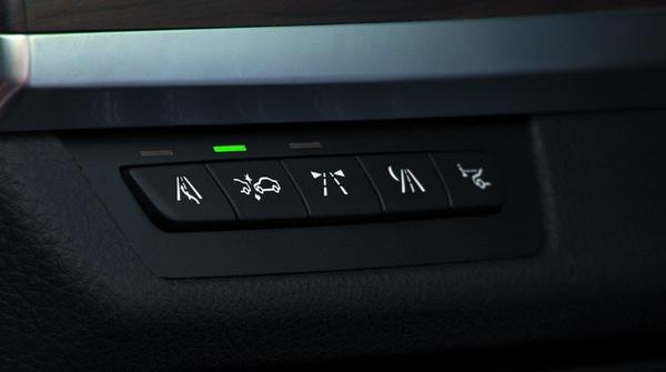 全新大7系列駕駛者輔助系統按鈕.jpg