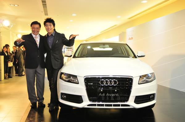 2-Audi Taiwan總裁邱山祥與品牌大使郎朗合照.JPG