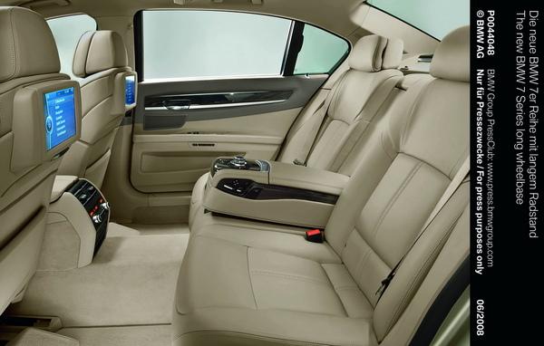 全新BMW大7系列後座內裝.jpg