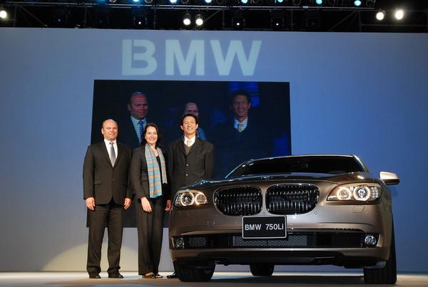 左至右_BMW全新大7系列專案總監 Johann Kistler、BMW 大中華區進口業務部Ms. Gaby-Luise Wuest總經理、BMW總代理 汎德公司杜黃旭總經理.jpg