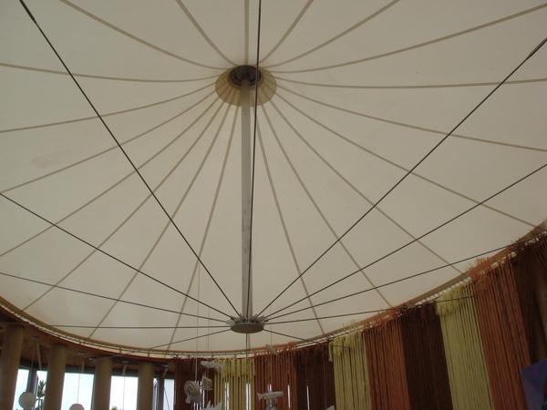 紙教堂的天花板