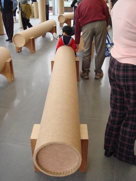 裡面的紙管做的座椅