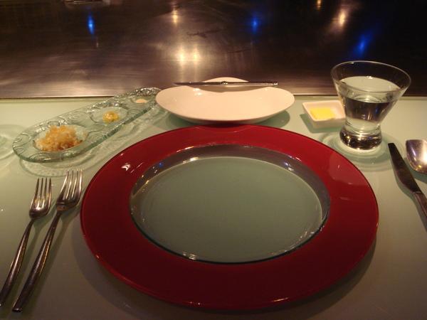 眼前的餐盤