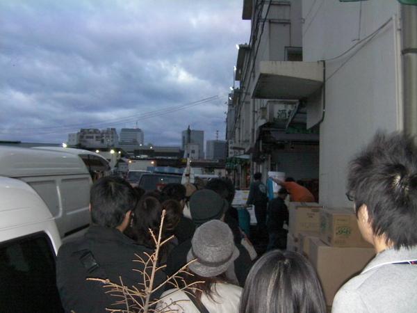 這是剛到築地市場的 6號館後方的光景