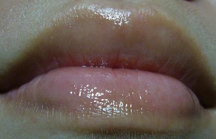 JUJU透明質酸保溼護唇霜