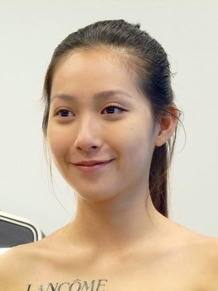 lancome瞬白嫩粉餅14.jpg