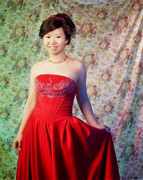 棚內紅色喜氣禮服