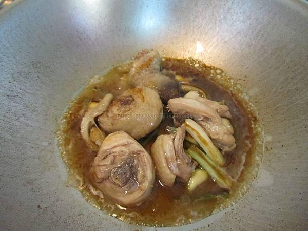 臉黃黃太太-三杯雞