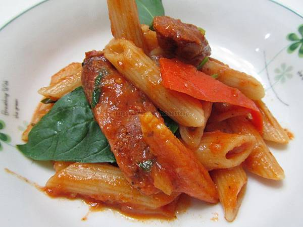 塔香蕃茄義大利麵佐法式香腸