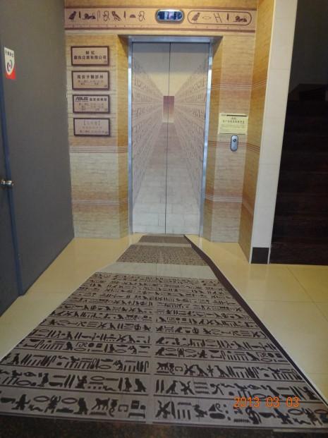 烏列爾埃及-電梯2.JPG