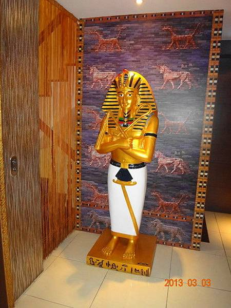 烏列爾埃及-門口1.JPG