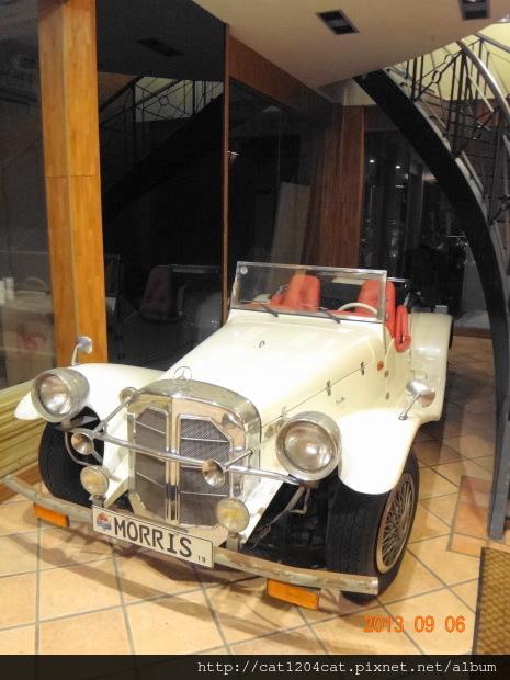 白色骨董敞篷車1.JPG
