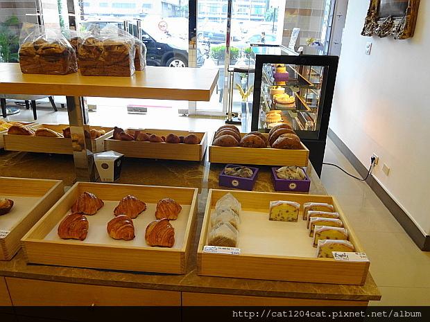 可拉拉-麵包3.JPG