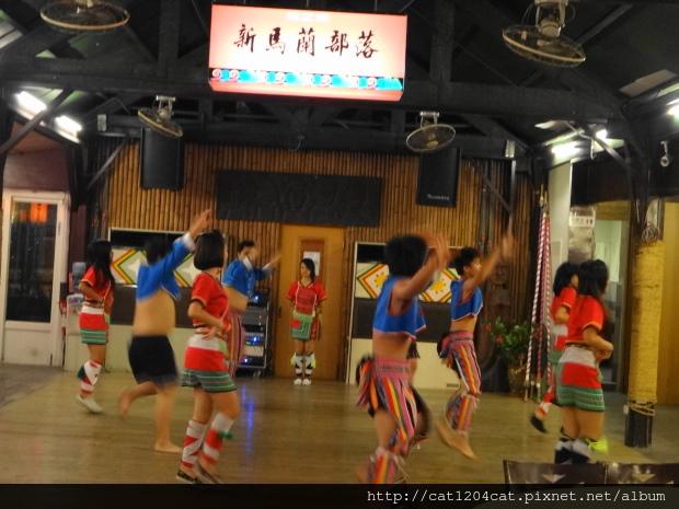 烤之鄉-歌舞2.JPG