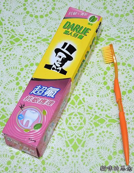 黑人超氟抗敏護理牙膏DSCN9244.jpg