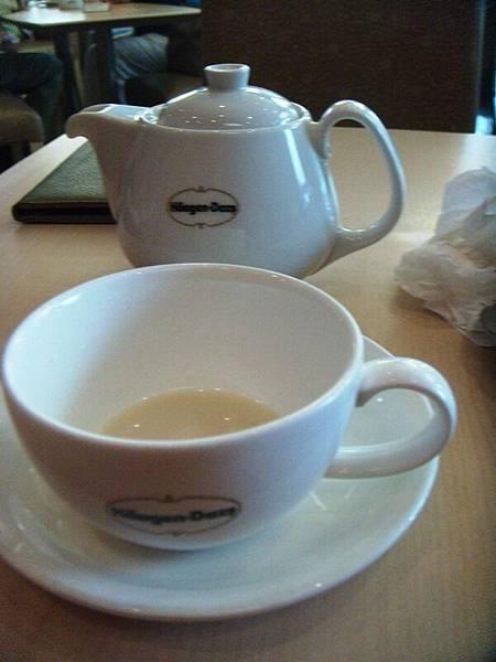 奶茶...好甜 我竟然喝不完.JPG