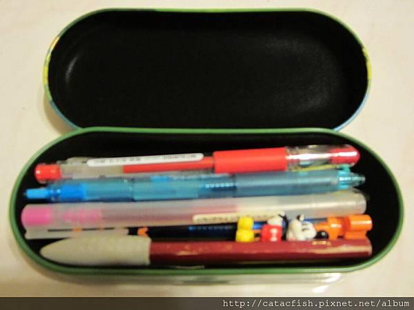 應該是眼鏡盒卻被我拿來裝筆