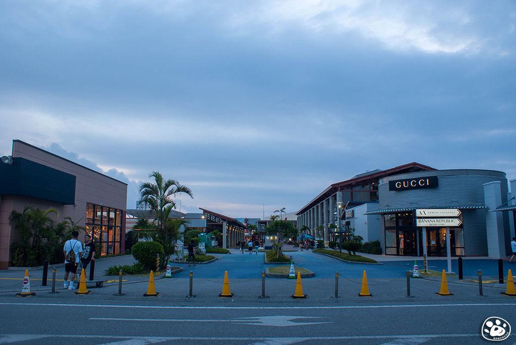 日本沖繩購物奧特萊斯免稅賣場Outlet Ashibinaa (2).jpg