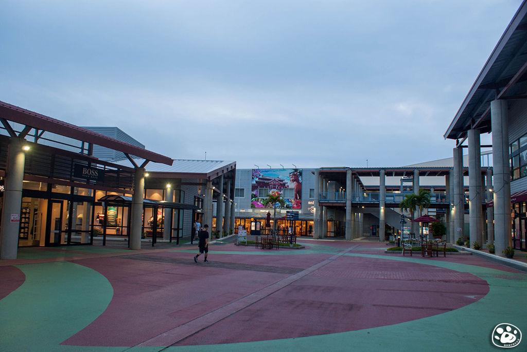 日本沖繩購物奧特萊斯免稅賣場Outlet Ashibinaa (7).jpg