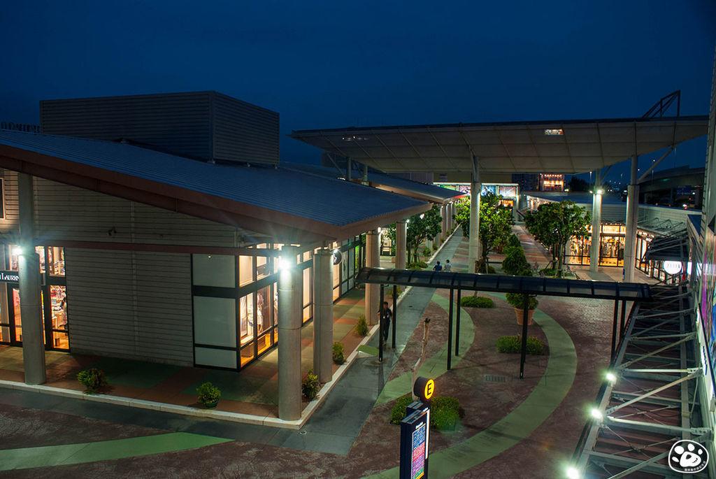 日本沖繩購物奧特萊斯免稅賣場Outlet Ashibinaa (15).jpg