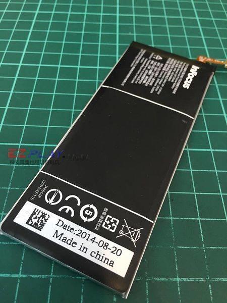 鴻海M810電池膨脹