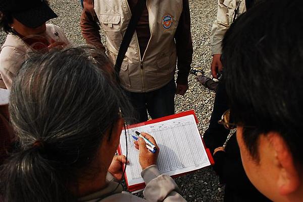 007李老師解說標放所要填的表格.JPG