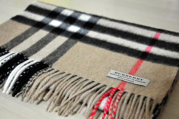 Burberry駝色格紋圍巾