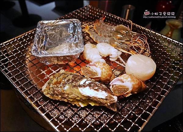 30 一口花枝,鳳螺,澎湖軟絲,岩鹽海草蝦,北海道生干貝.JPG