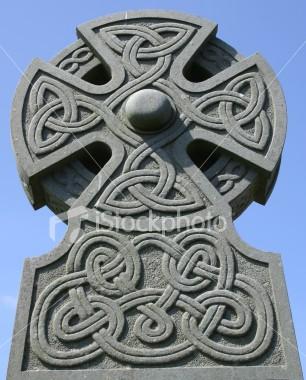 ist2_723989-celtic-cross-gravestone