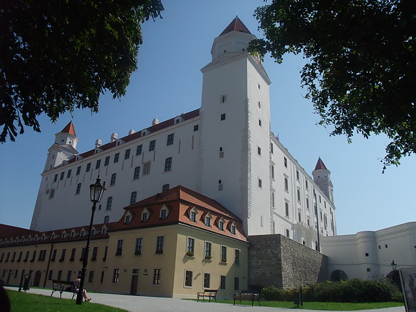 Bratislavaský Hrad布拉提斯拉瓦城堡.JPG