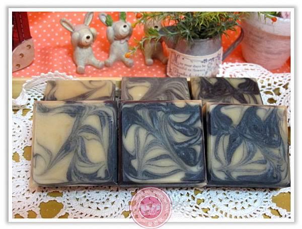 台中婕泠媽咪2次代製-葡萄籽備長碳皂