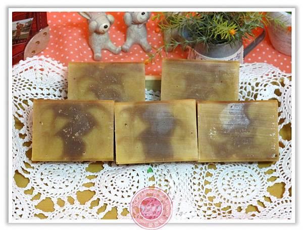 台中婕泠媽咪2次代製-金盞花紅檀滋養皂(玫瑰果)