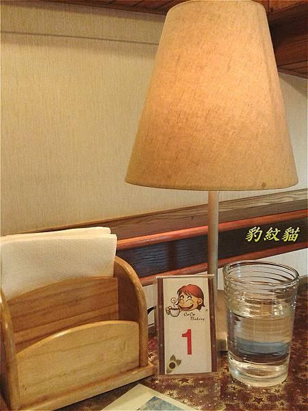 桌上檯燈_meitu_15_meitu_17