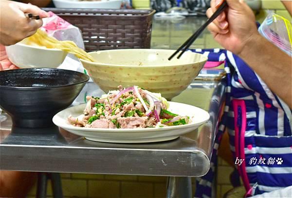 Kanokwan老麵攤涼拌豬肉
