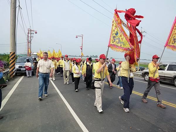2011大甲媽祖繞境新港_42.JPG