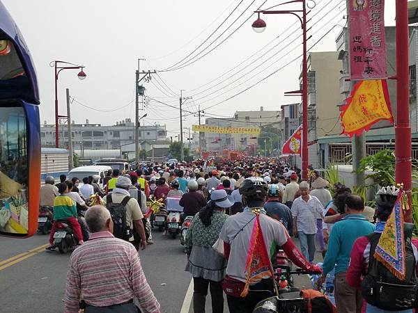 2011大甲媽祖繞境新港_88.JPG
