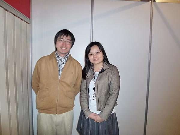 與畫家CHuN合照.JPG