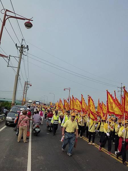 2011大甲媽祖繞境新港_34.JPG