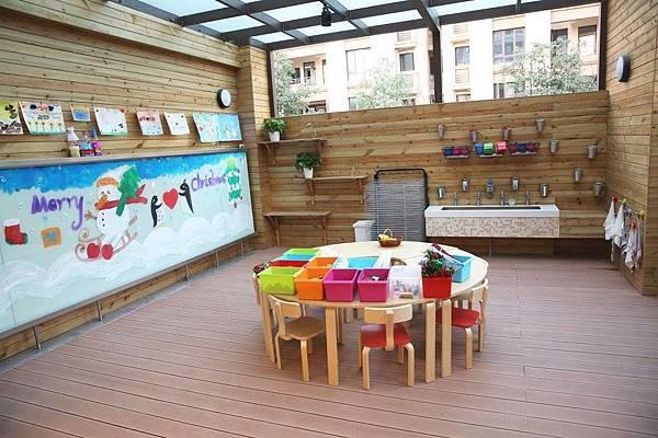 1.一個孩子發揮創意的美術教室.jpg