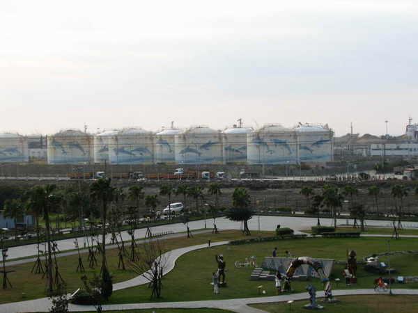 十三行公園(左)