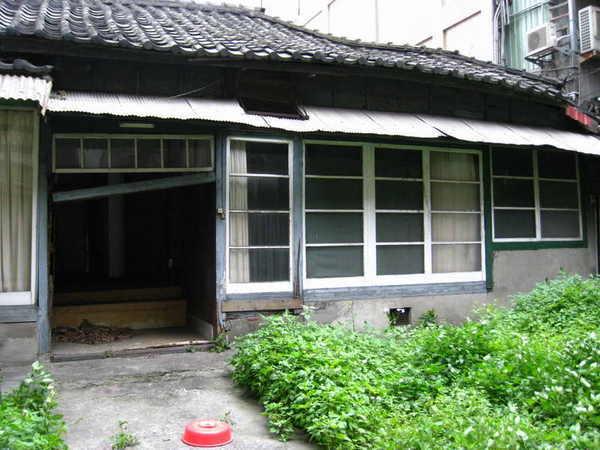 日式舊房子後面右側