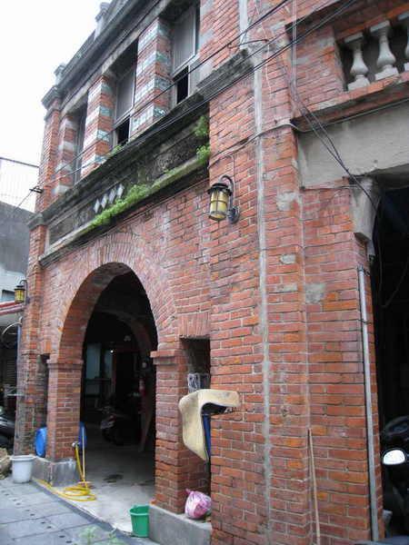 金包里老街上的建築