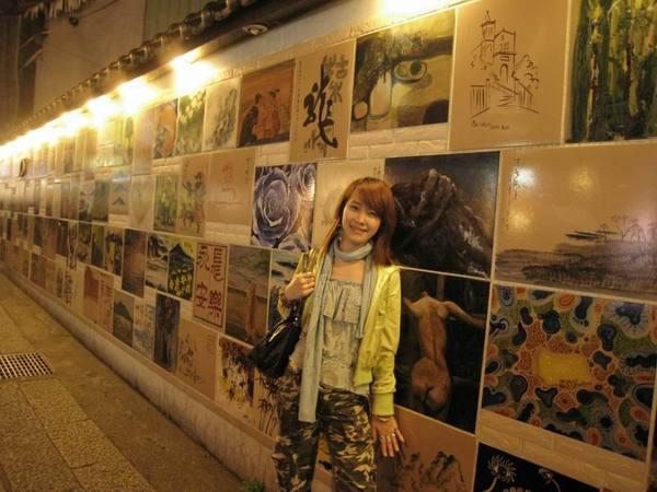老街上的藝術陶瓷牆