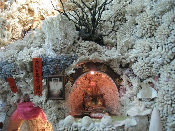 20080413_ 要燒香才能進廟拍照