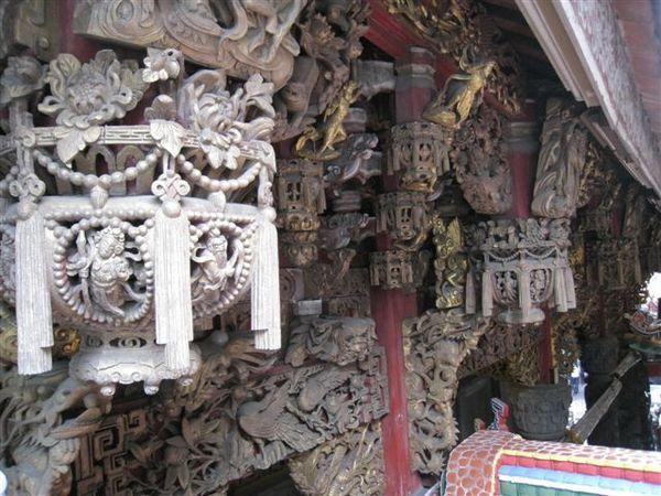 IMG_1277 用木雕做成的裝飾