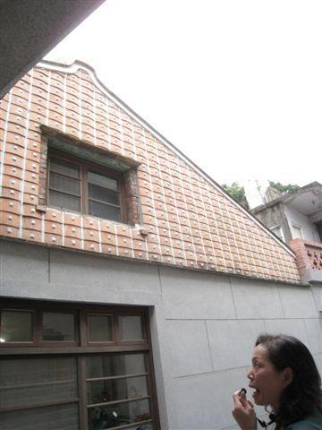 IMG_1308 幫泥土牆穿瓦衫, 中間用木釘固定再糊上水泥