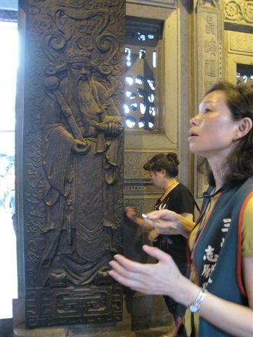 IMG_1334 銅門門神, 手上拿鹿所以是晉祿