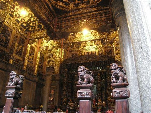 IMG_1339 清水祖師廟殿, 木頭是印度紫壇木