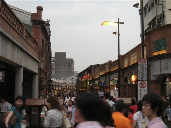 IMG_1374.華燈初上的老街